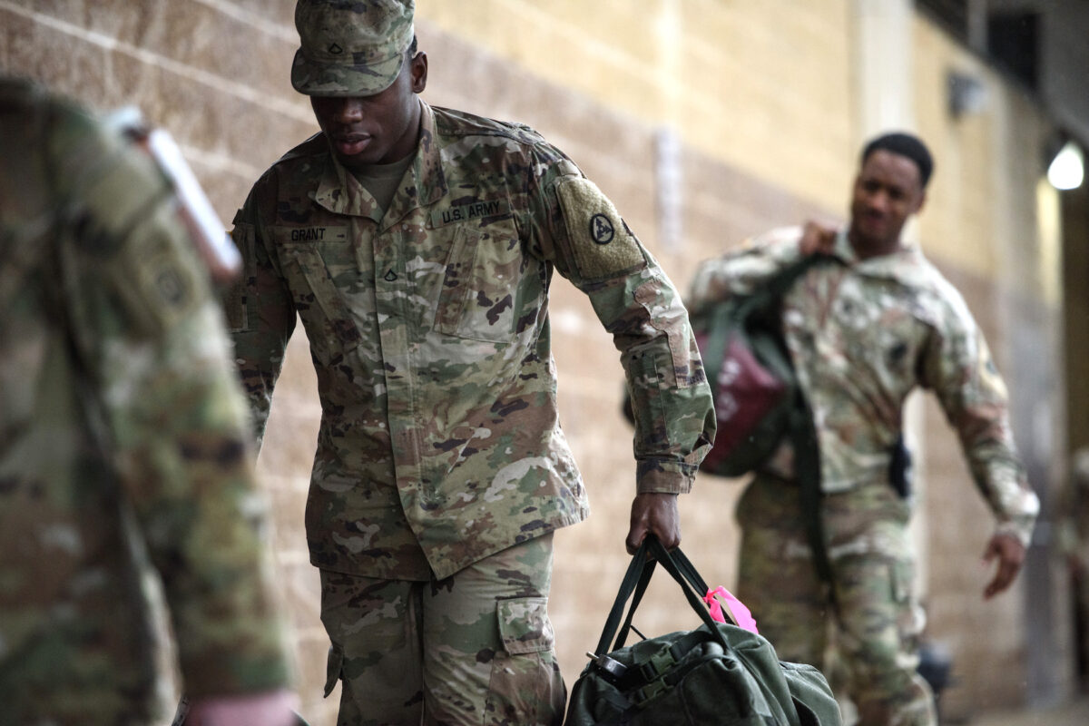 800 US Soldiers Return Home from Middle East