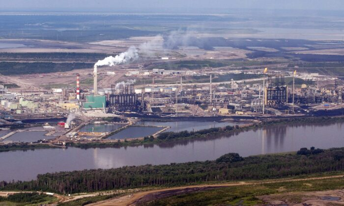 Aerial view of the Suncor mine facility along the Athabasca River near Fort McMurray, Alberta, in a file photo. (The Canadian Press/Jeff McIntosh)