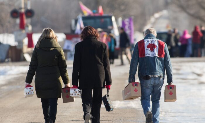 Supporters bring supplies to protesters at a rail blockade in Tyendinaga, Ont., on Feb. 17, 2020, in solidarity with the Wet'suwet'en hereditary chiefs opposed to the LNG pipeline in northern British Columbia. (The Canadian Press/Lars Hagberg)