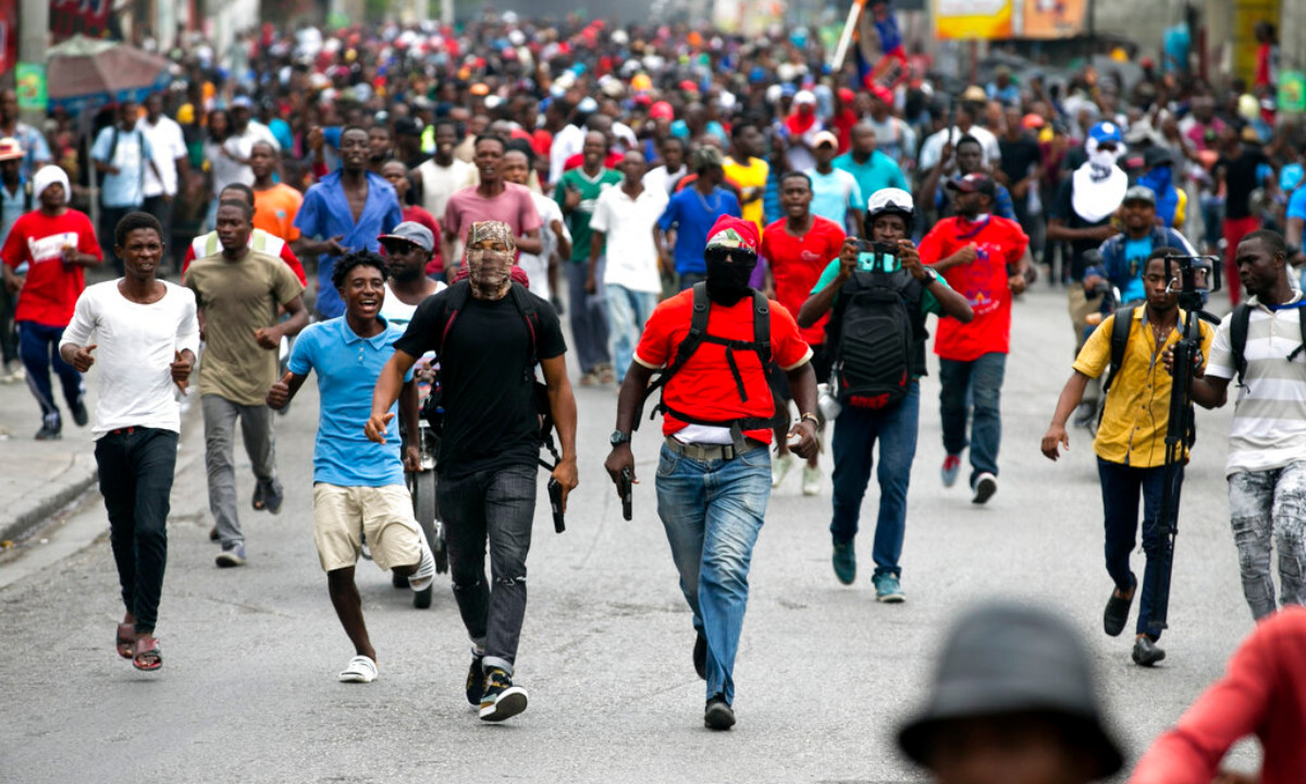 Haiti violence, off-duty police officers protest