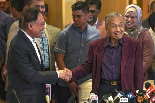 Mahathir-Mohamad-and-Anwar-Ibrahim-1200x800