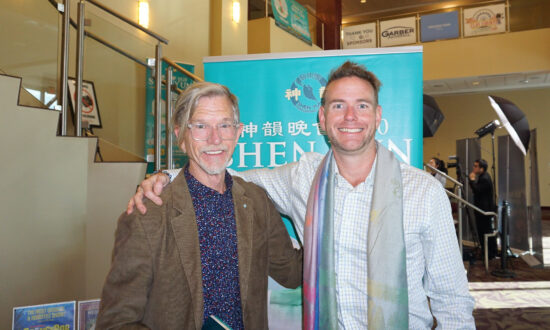 Painter Inspired by the Color, Costumes, and Backdrop in Shen Yun: 'Astounding'