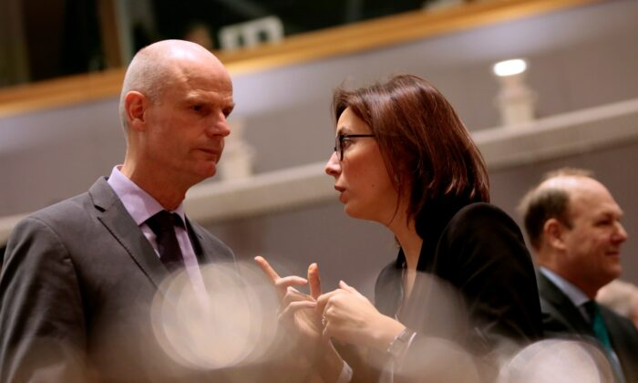French Junior Minister for European Affairs Amelie de Montchalin (R) speaks with Dutch Foreign Minister Stef Blok during a meeting of EU General Affairs ministers at the European Council building in Brussels, Belgium, on Feb. 25, 2020. (Virginia Mayo/AP Photo)
