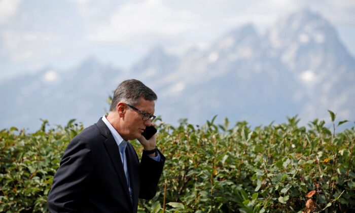 Federal Reserve Vice Chair Richard Clarida talks on the phone during a conference in Jackson Hole, Wyoming, on Aug. 23, 2019. (Jonathan Crosby/Reuters)
