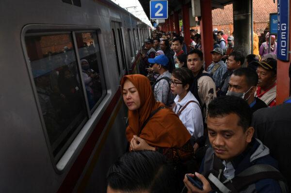 Jakarta-Bogor-rail-lines-floods