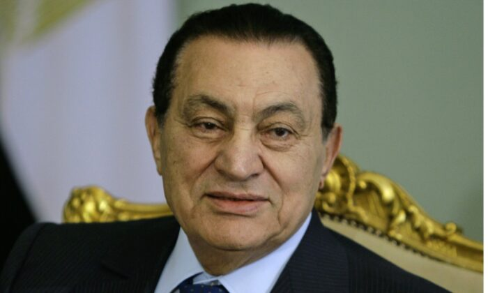 Egyptian President Hosni Mubarak attends a meeting at the presidential palace in Cairo on April 2, 2008. (Amr Nabil/AP Photo)