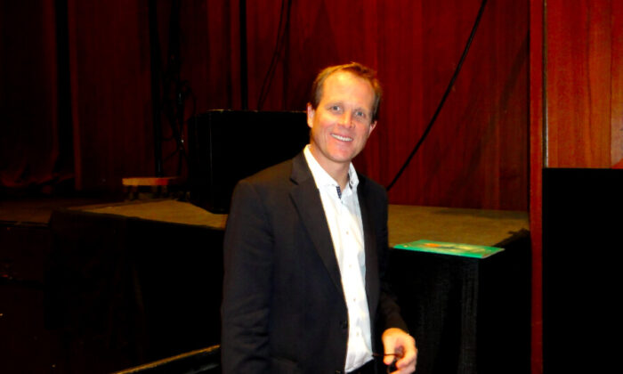 Orthopedic Surgeon at Shen Yun Glad to Learn of Chinese Culture