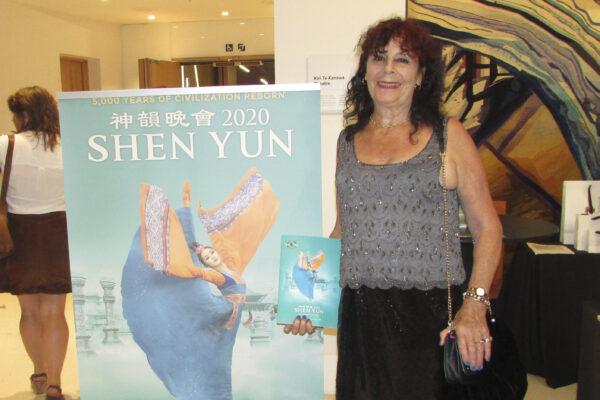 Shen-Yun-21-20020227-AKL-NancyYang-xxx-Journalist