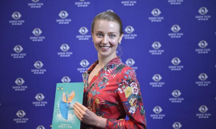Shen Yun Opens in Auckland, 'Super, Super Emotional'