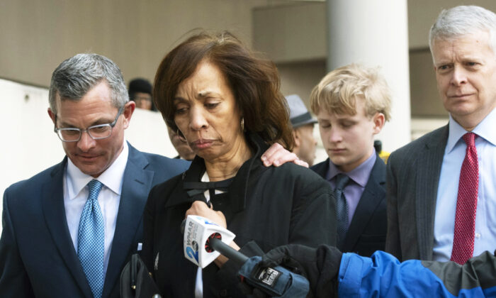 Former Baltimore mayor Catherine Pugh, second from left, and her attorney Steven Silverman, left, leave a sentencing hearing at U.S. District Court in Baltimore on Feb. 27, 2020. (Steve Ruark/AP)