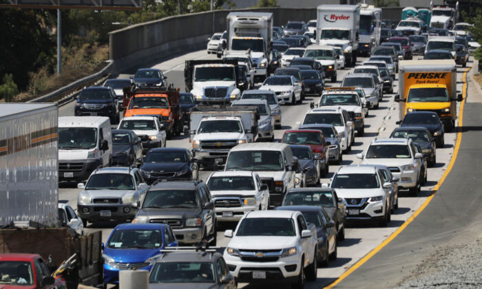 Drivers on the U.S. 101 freeway in Los Angeles, Calif., on Aug. 30, 2019. (Mario Tama/Getty Images)