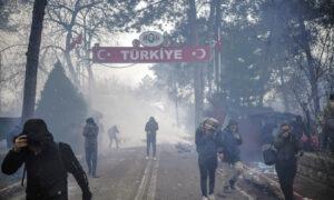 Turkey's Erdogan Says Europe Borders Open as Refugees Gather
