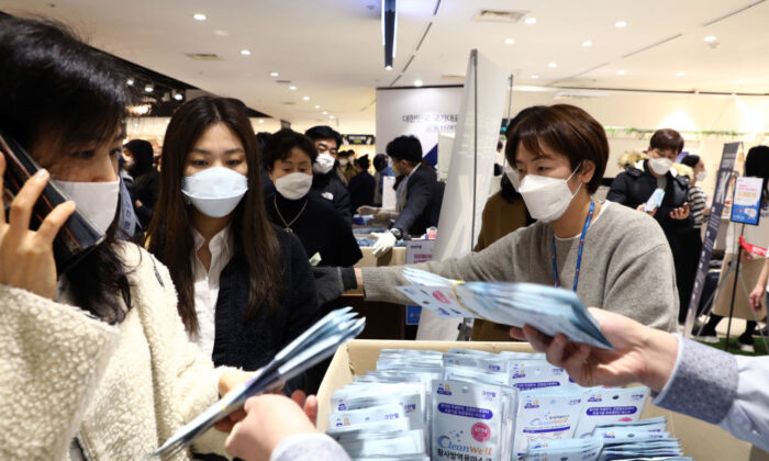 People buy face masks at a department store in Seoul, South Korea, on Feb. 28, 2020. (Chung Sung-Jun/Getty Images)
