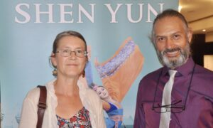 Shen Yun Shows Us 'Beauty and Strength of Human Spirit Can Overcome,' Music Teacher Says