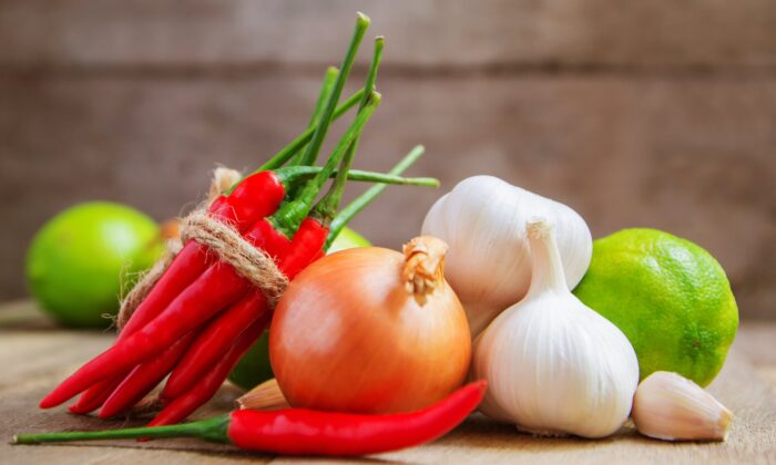 Onions, garlic and peppers have properties that can help keep your blood circulating well. (NUM LPPHOTO/Shutterstock)