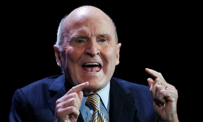 Former CEO of General Electric, Jack Welch, speaks during the World Business Forum in New York, on  Oct. 5, 2010. (Lucas Jackson/Reuters)