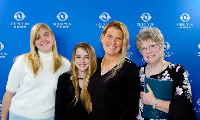 Corporate Director Proud to Have Her Teen Daughters Learn from Shen Yun