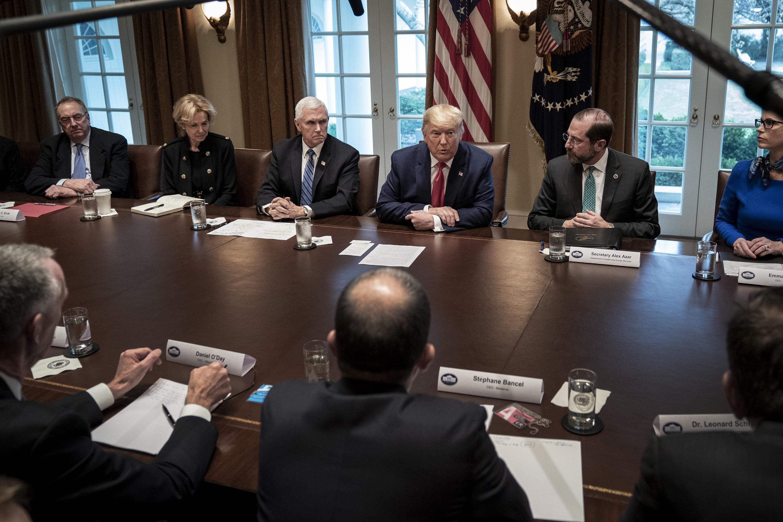 trump at meeting