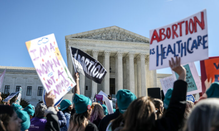 Pro-abortionists rally outside the Supreme Court in Washington on March 4, 2020. The court is reviewing abortion restrictions in Louisiana, where state law requires the abortionist to have hospital admitting privileges close to where the procedure takes place. (Charlotte Cuthbertson/The Epoch Times)