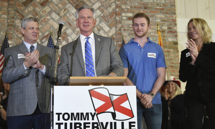 Tommy Tuberville speaks to his supporters at Auburn Oaks Farm in Notasulga, Ala., on March 3, 2020. (Joe Songer/AL.com. via AP)