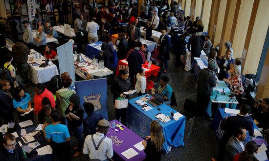US Services Sector Growth Accelerates; Private Payrolls Rise Solidly