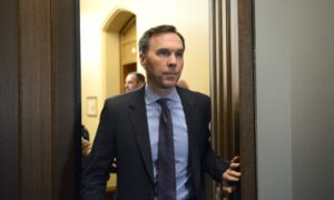 Coronavirus: Morneau Says Ottawa Will Soon Announce Support for Those Quarantined