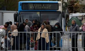 Greece Blocks 35,000 Immigrants, Plans to Deport Arrivals After March 1