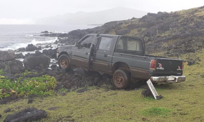 One of Easter Island's world-famous moai statues has been destroyed in an accident.(Courtesy Camilo Rapu)