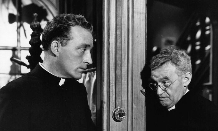 """Barry Fitzgerald (R) and Bing Crosby in """"Going My Way."""" (Paramount Pictures)"""