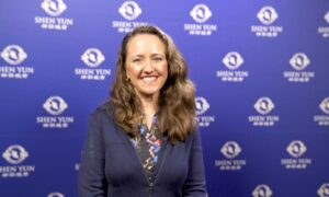 Sydney Law Lecturer, Author Says Shen Yun Is a 'Roller-Coaster of Emotions'