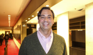 Shen Yun Moves Consultant With Its Commitment, Passion, Intensity