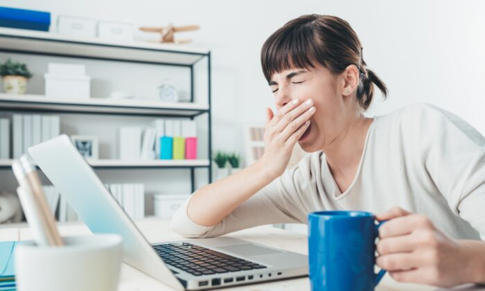 If you struggle to stay awake or often nod,  your likely under-sleeping and suffering the consequences on your well being and productivity. (Stokkete/Shutterstock)