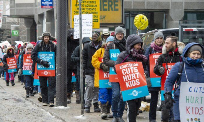 Striking Ontario teachers protest in downtown Toronto on Feb. 6, 2020. (The Canadian Press/Frank Gunn)