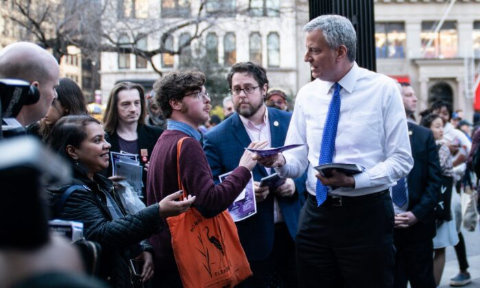 New York Mayor Bill De Blasio visits Union Square to distribute information about the Coronavirus in New York City on March 9, 2020. (Jeenah Moon/Getty Images)