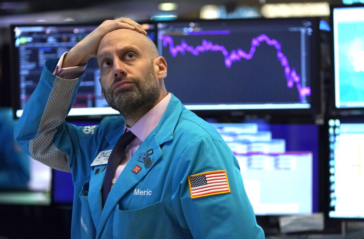 Dow closes below 20000 amid calls for United States  to 'shut down'