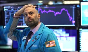 Stock Plunge Triggers Temporary Trading Shutdown as Wall Street Digests Fed Rate Cut