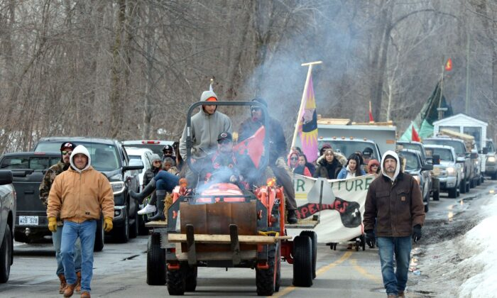 Pipeline protesters leave the site of a blockade in the Mohawk community of Kahnawake, Que., that halted rail traffic south of Montreal for more than three weeks, on March 5, 2020. (The Canadian Press/Ryan Remiroz)