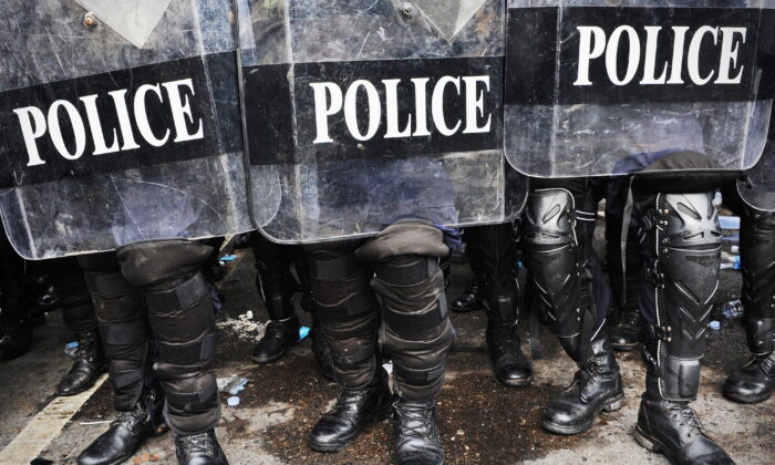 Police in riot gear in a file photo. (Illustration/Shutterstock)
