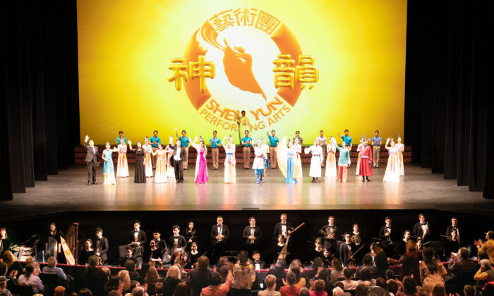 Shen Yun Performing Arts' curtain call at Lincoln Center, New York, on March 11, 2020. (Edward Dye/The Epoch Times)