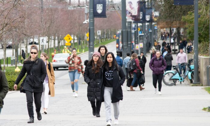 Students walk on the University of British Columbia campus on March 10, 2020. (Jerry Wu/The Epoch Times)