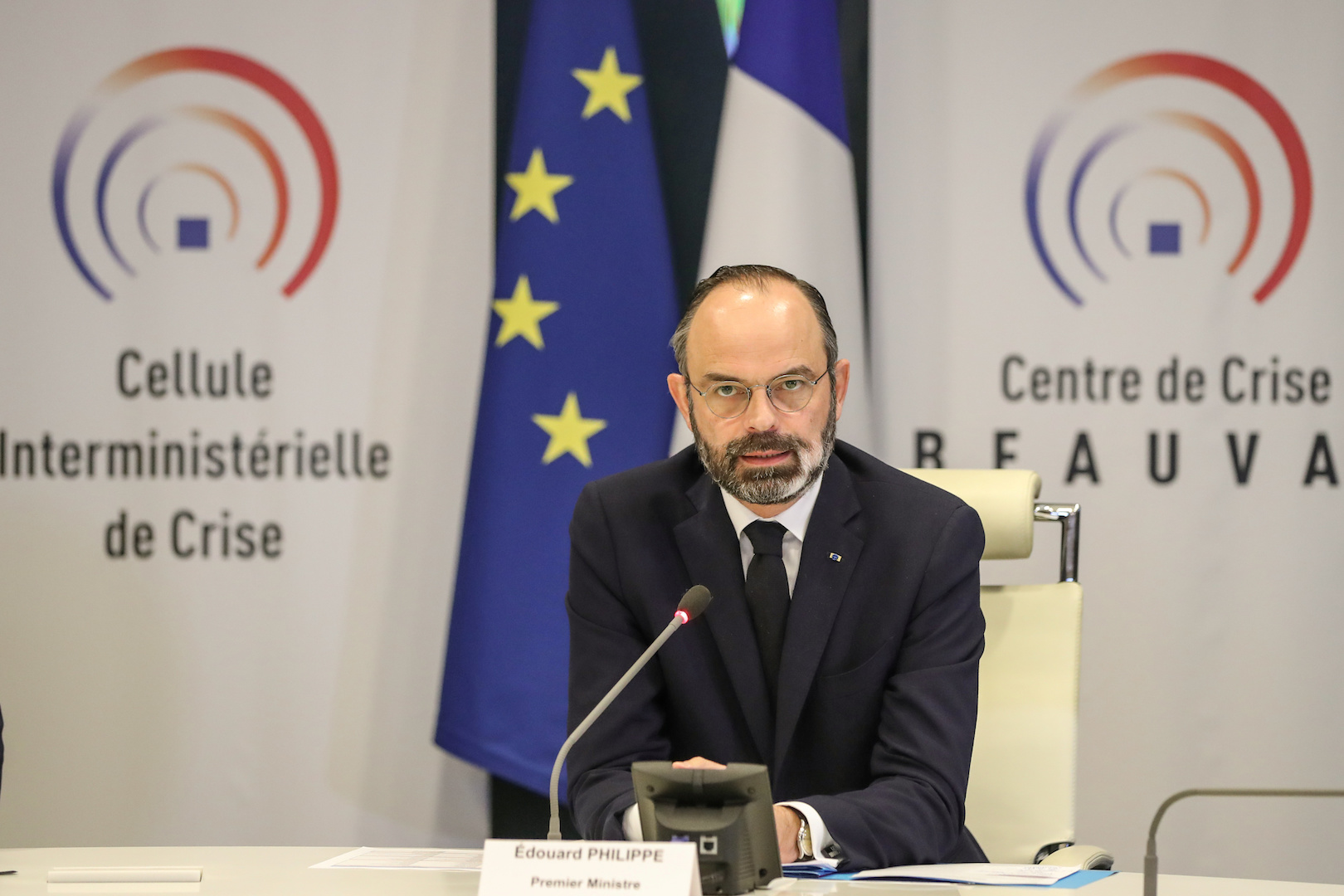 """French Prime Minister Edouard Philippe chairs a video meeting with French regions prefects on the coronavirus in the """"crisis room"""" of the French Interior ministry"""