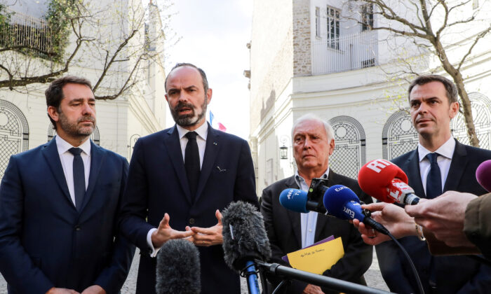 (L-R) French Health and Solidarity Minister Olivier Veran, French Prime Minister Edouard Philippe, French Interior Minister Christophe Castaner and immunologist Jean-Francois Delfraissy address the media in the courtyard of the French Interior Ministry in Paris, France, on March 13, 2020.  (Ludovic Marin/Pool via reuters)