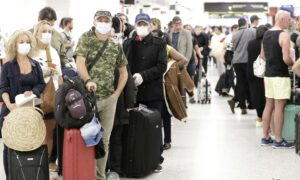 Senate Democrats Urge Airlines to Issue Cash Refunds Amid Pandemic