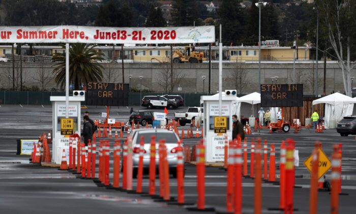 Cars line up to enter a coronavirus drive-thru test clinic at the San Mateo County Event Center in San Mateo, California on March 16, 2020. (Justin Sullivan/Getty Images)