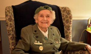 This 98-Year-Old Girl Scout Has Been Selling Cookies 'Non-Stop' Since 1932