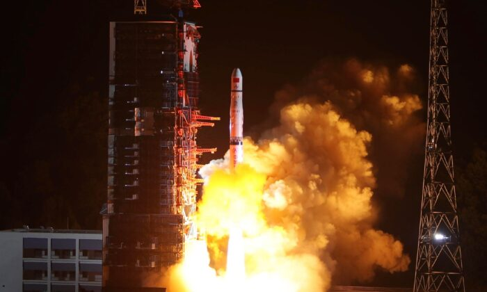 """A Long March-4C rocket lifts off from the southwestern Xichang launch center carrying the Queqiao (""""Magpie Bridge"""") satellite in Xichang, China's southwestern Sichuan Province on May 21, 2018. (-/AFP/Getty Images)"""