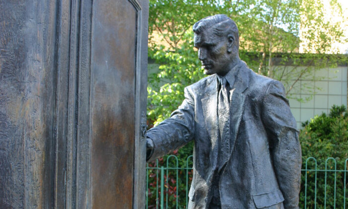 """A statue of C.S. Lewis looking into a wardrobe, entitled """"The Searcher"""" by Ross Wilson and located in Northern Ireland. (Genvessel/Wikimedia Commons)"""