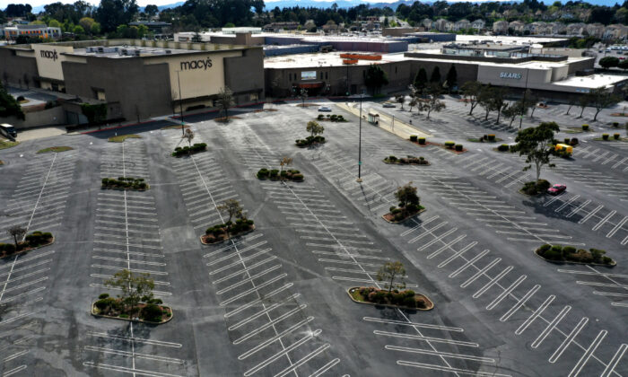 The parking lot at Hilltop Mall sits empty on March 17, 2020 in Richmond, Calif. (Justin Sullivan/Getty Images)