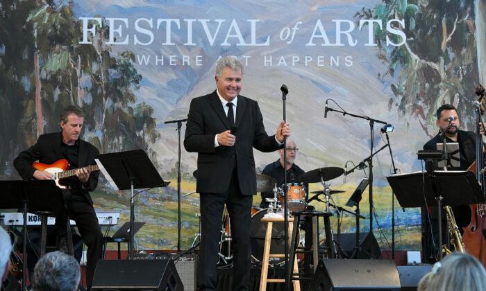 Steve Tyrell performs onstage at the Festival of Arts Celebrity Benefit in Laguna Beach, Calif., on Aug. 25, 2018. (Michael Kovac/Getty Images for Festival of Arts)