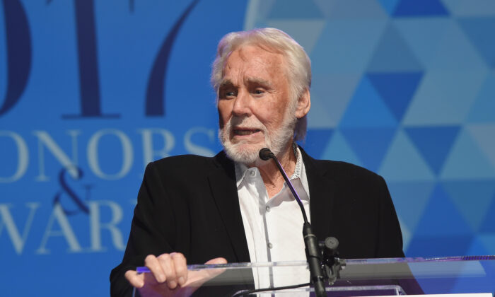Hall of Fame Incuctee Kenny Rogers speaks onstage at the 2017 IEBA Honors & Awards in Nashville, Tennessee on Oct. 17, 2017. (Rick Diamond/Getty Images for IEBA)
